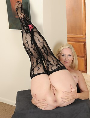 Free Moms Spread Ass Porn Pictures