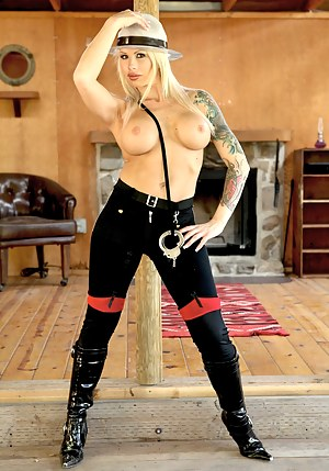 Free Inked Moms Porn Pictures