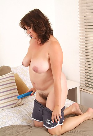 Free Moms Hairy Pussy Porn Pictures